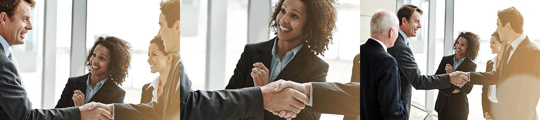 Bild Iventa International. Iventa Mitarbeiter schütteln sich die Hände und blicken sich erfolgreich an.
