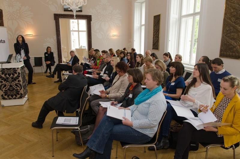 Bild Iventa Business Breakfast. Alle Besucher während des Vortrages.
