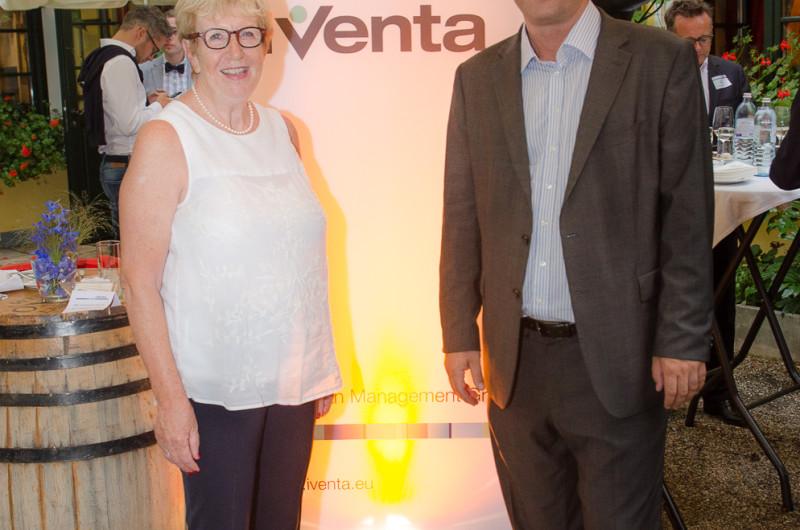 Bild Iventa Sommerfest in Gerstners Landhaus. Martin Mayer (Managing Director) mit Christiana Mayer (Iventa Gründerin)